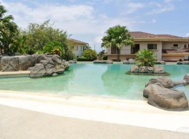 Foto piscina y frente