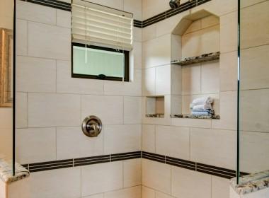 - Guest House bath-310