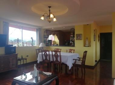 sala comedor con vista a la cocina